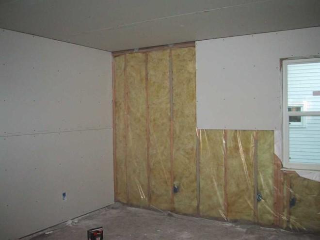 Монтаж листов гипсокартона на стене
